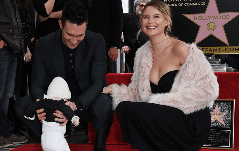 Adam Levine e Behati Prinsloo com a filha, Dusty Rose